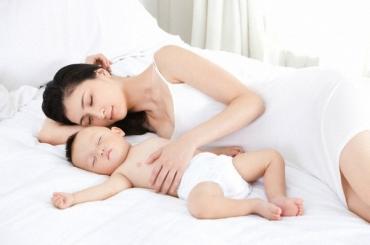 Mua quà gì thiết thực tặng bà bầu sau sinh?