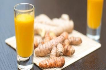Uống tinh bột nghệ với mật ong sao cho đúng cách