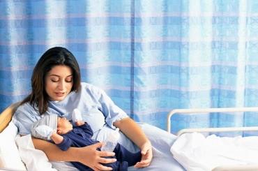 Dầu gội khô là gì? Có nên sử dụng dầu gội khô cho phụ nữ sau sinh?